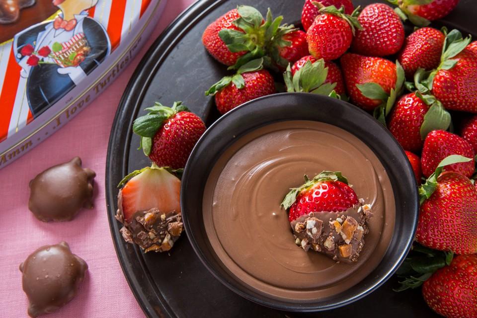 TURTLES & Strawberries