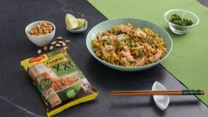 Ricetta Noodles con gamberetti, uova e arachidi