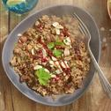 Couscous met kikkererwten, rozijnen en granaatappel