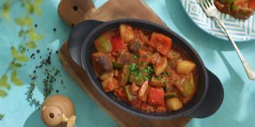 Turlu (Turkse stoofschotel met groente en Muhamarra)