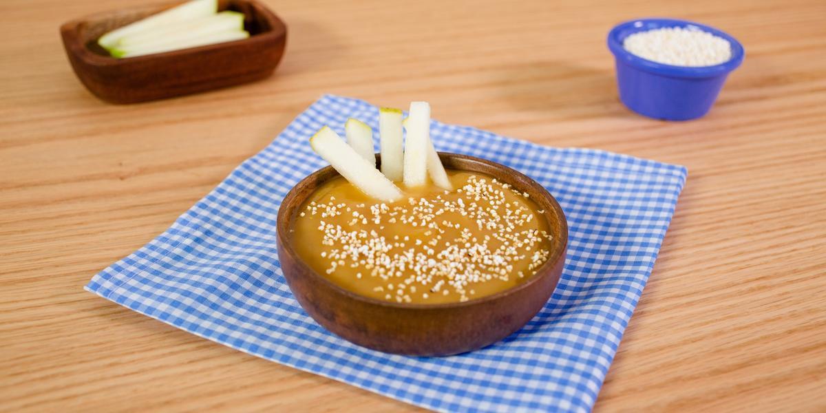 Bastones de pera con dip de manzana