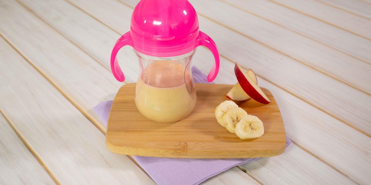 Licuado de yogurt con manzana y plátano