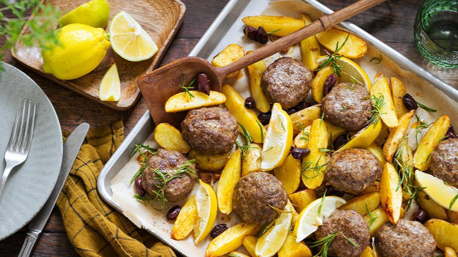 Mediterrane Frikadellen mit Ofenkartoffeln