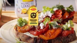 Grillowane pomidory na toście z serem dojrzewającym
