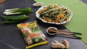 Ricetta Noodles al curry con cipollotto, bieta e sesamo