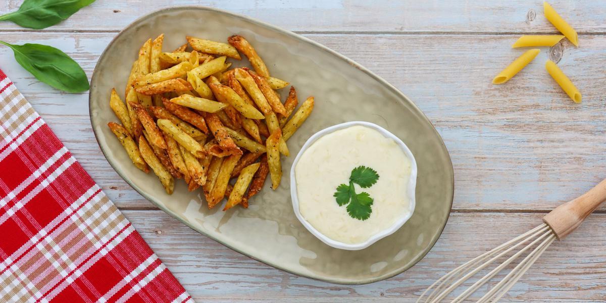 Pasta Chips con Salsa de Queso
