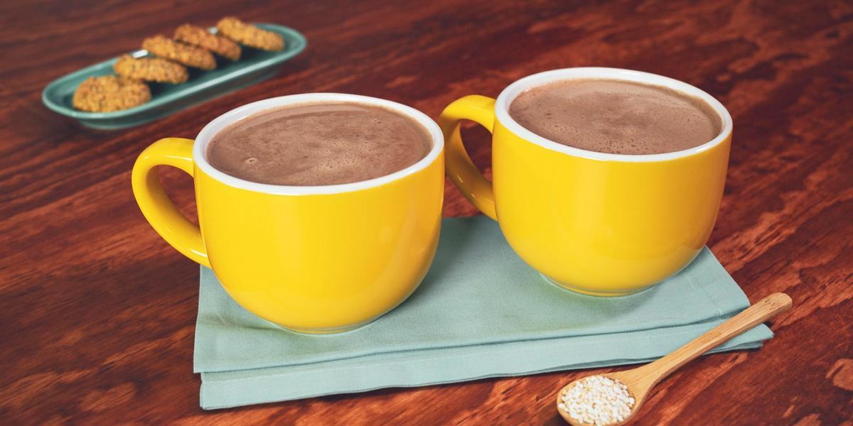 ATOLE de CHOCOLATE con AMARANTO preparado con Chocolate para Mesa ABUELITA® Reducido en Azúcar
