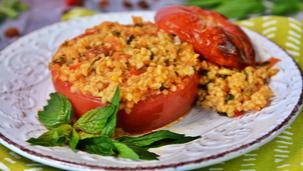 Пълнени домати с булгур