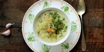 Zupa ogórkowa bez mięsa z ziemniakami