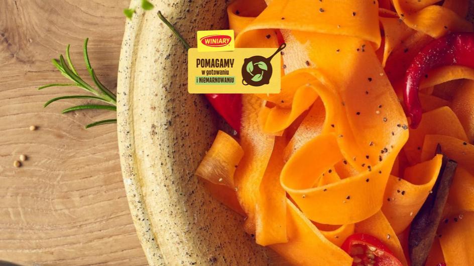 Piklowane wstążki marchewki z papryką chilli