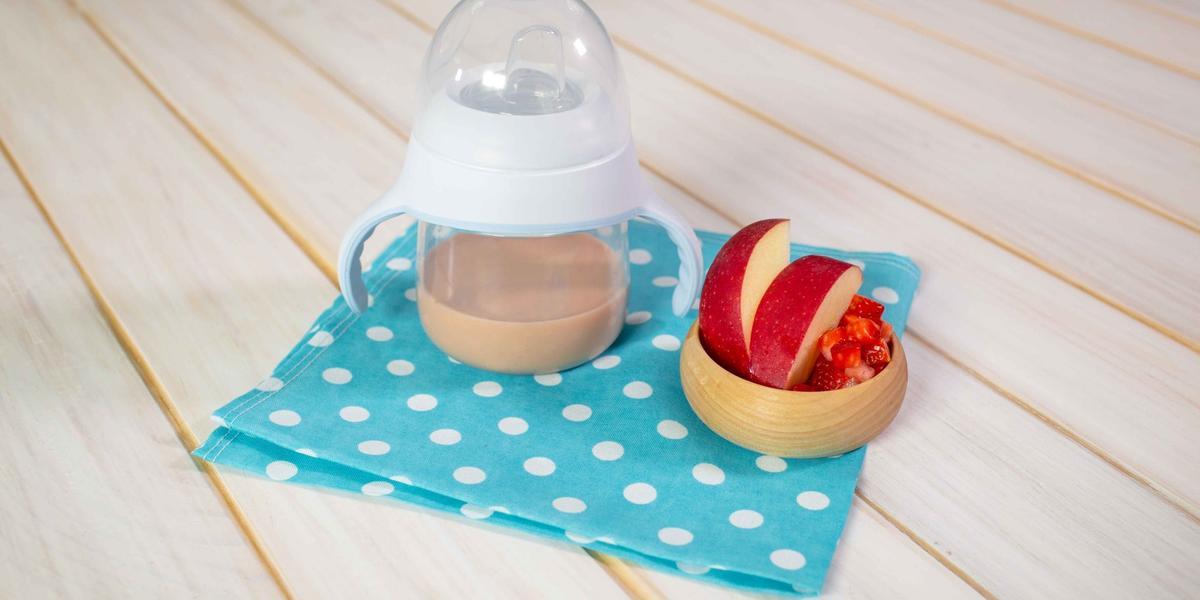 Licuado de yogurt con manzana y fresa