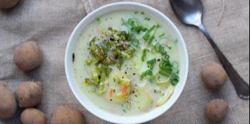 Zupa z młodych ziemniaków z karmelizowanym porem