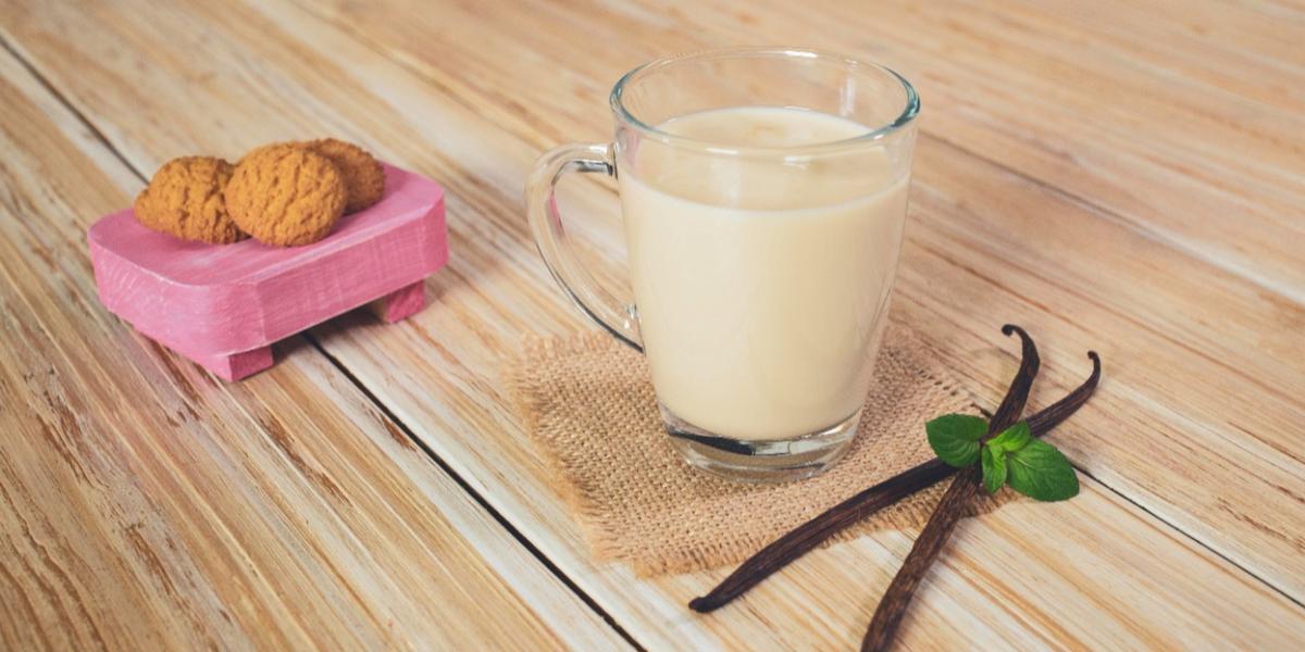TÉ de MENTA con VAINILLA preparado con Leche Evaporada CARNATION® CLAVEL® Para Café Sabor a Vainilla