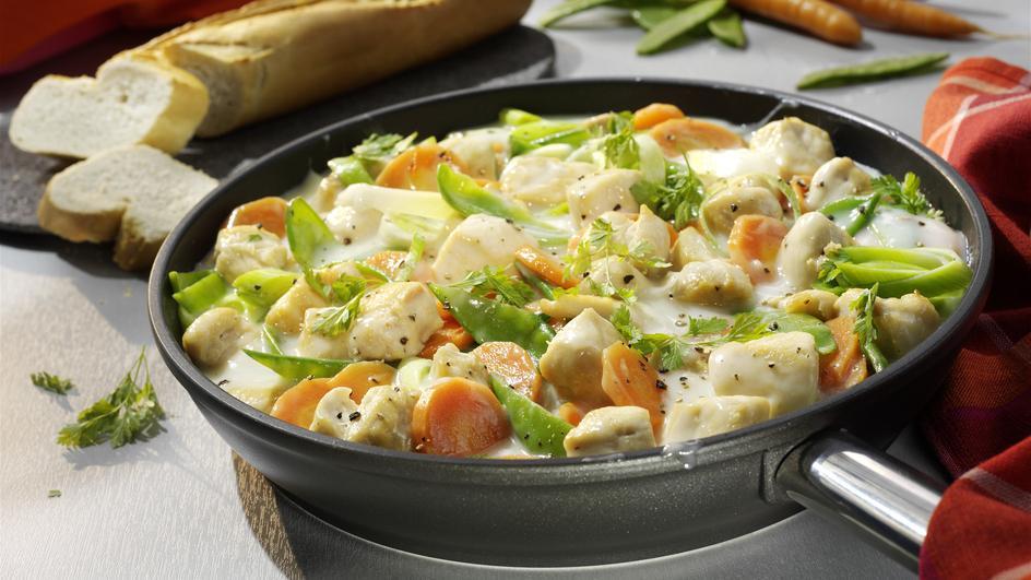 Serpenyős csirkemell színes zöldségekkel