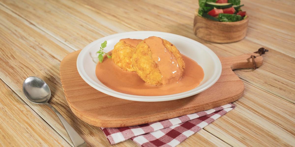 Croquetas de arroz con crema de tomate