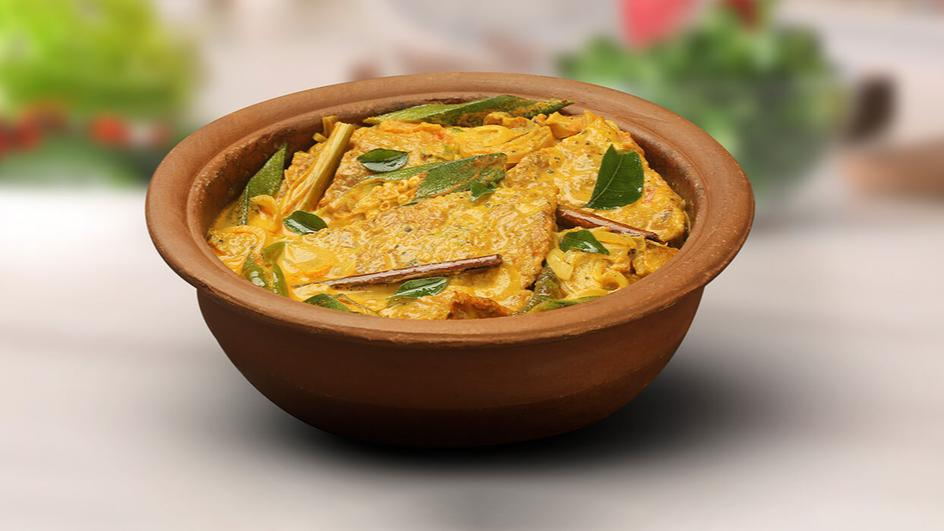 Omelette curry with okra