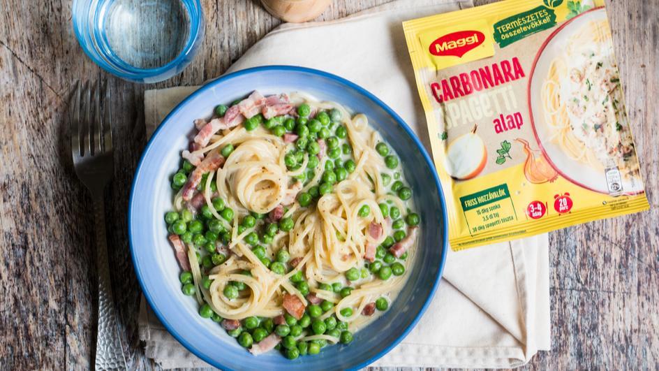 Carbonara spagetti baconnel, zöldborsóval