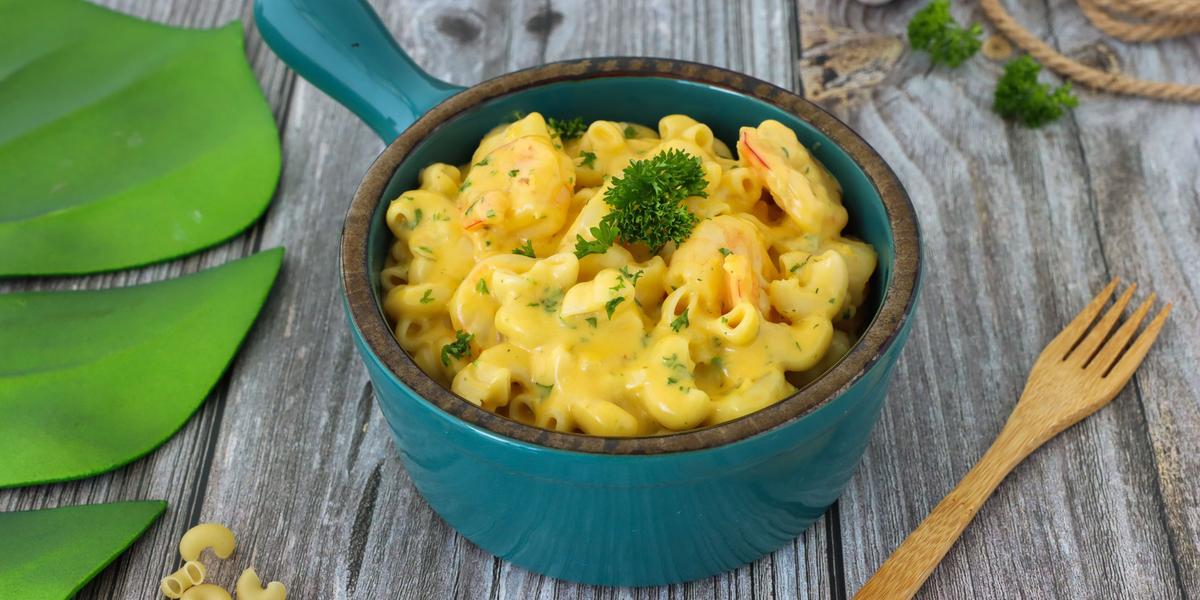 Pasta con queso y camarones al vino