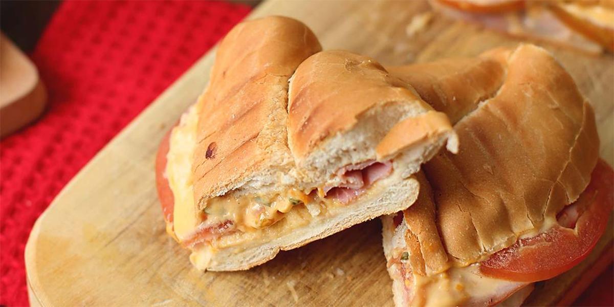 Sándwich Cremoso de Queso y Jamón